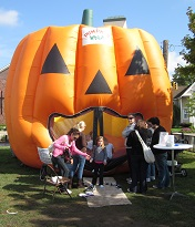 Farmington's Harvest Moon Festival hosts family-friendly events.